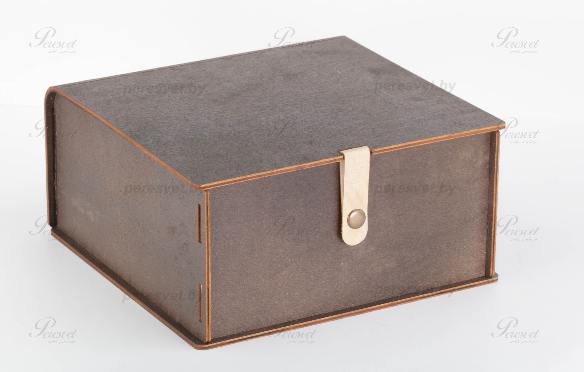 Упаковка деревянная на застежке на корпоративный подарок на peresvet.by